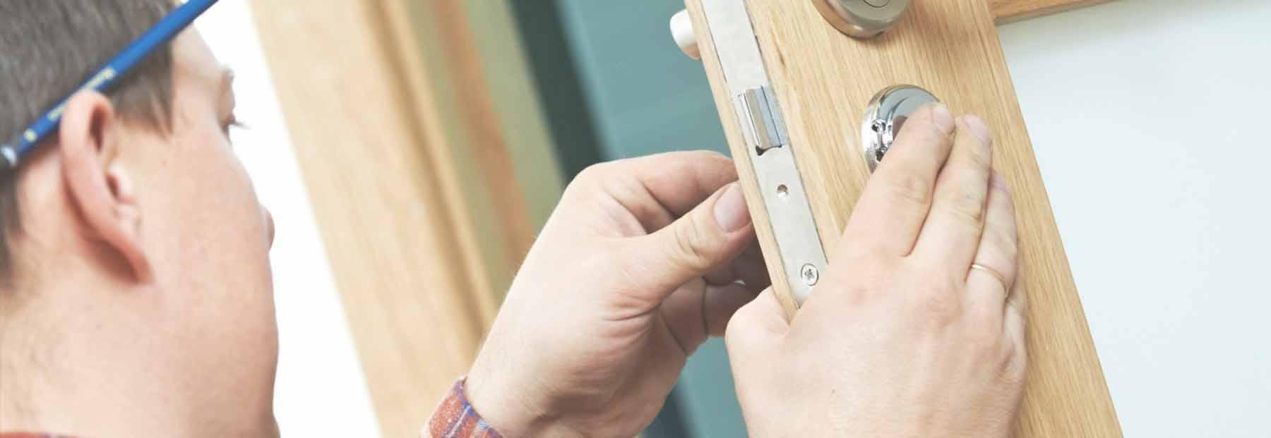 trabajo de cerrajería, arreglo puertas